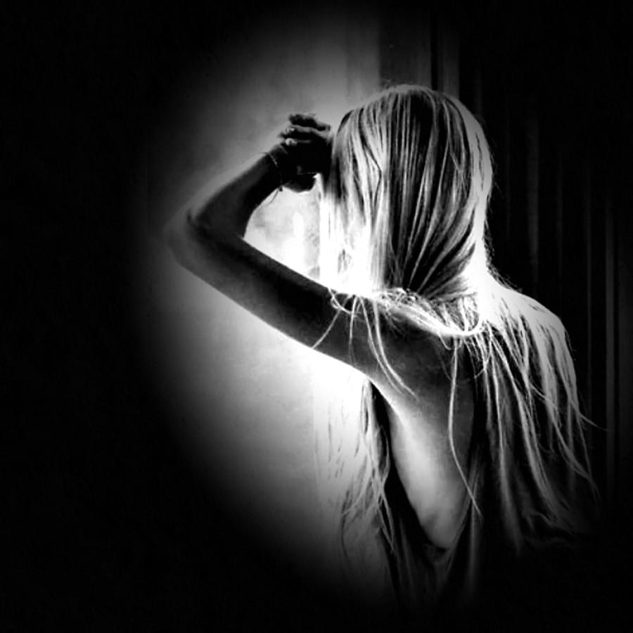 lydia noir 03